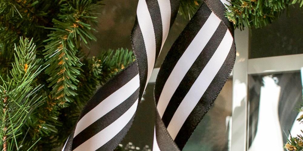Black and White Christmas Porch | designedsimple.com