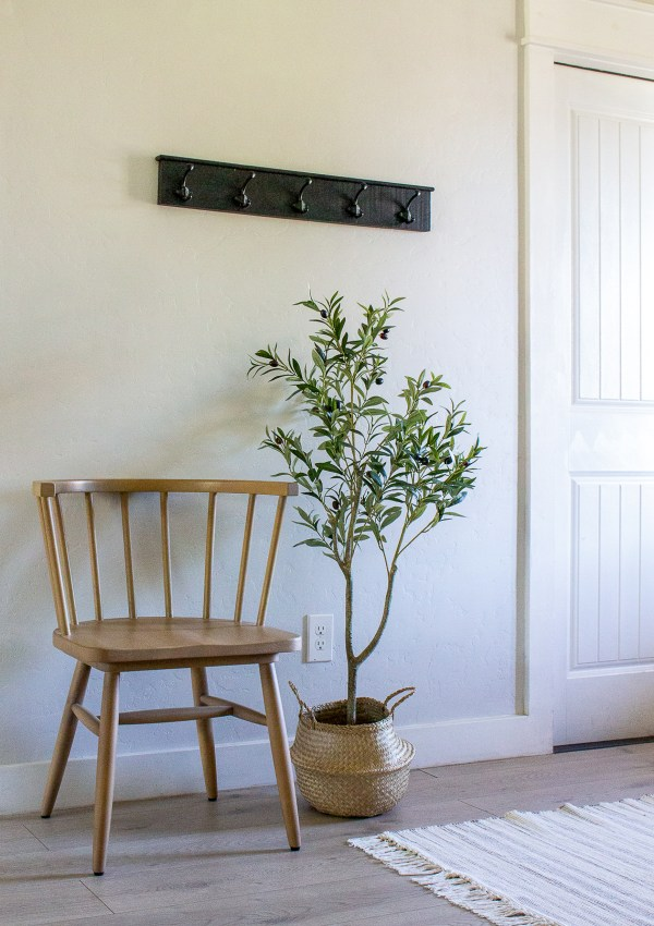 Simple Entryway Decor