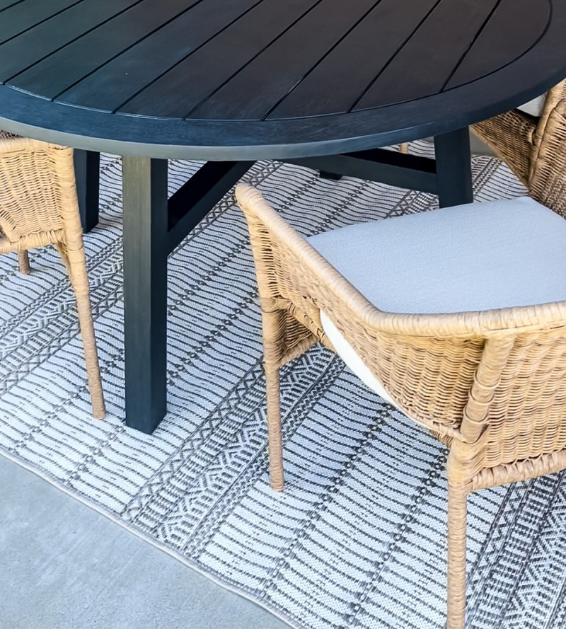 Sharing 12 of my favorite neutral & affordable outdoor rugs! Great for lounging and living outside and dining al fresco in style! | Designed Simple | designedsimple.com