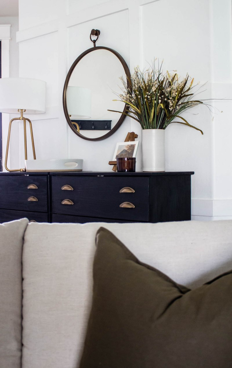 Sharing my favorite tips for creating a warm and inviting entryway design with neutral colors, mixed metals, and textured textiles. | Designed Simple | designedsimple.com