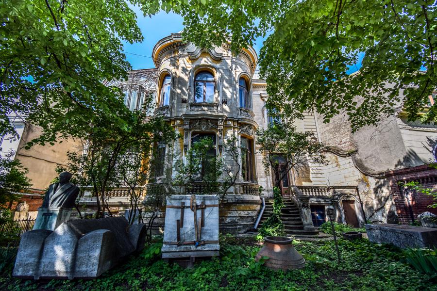 La pas pe Calea Victoriei - obiective în București - Casa Macca