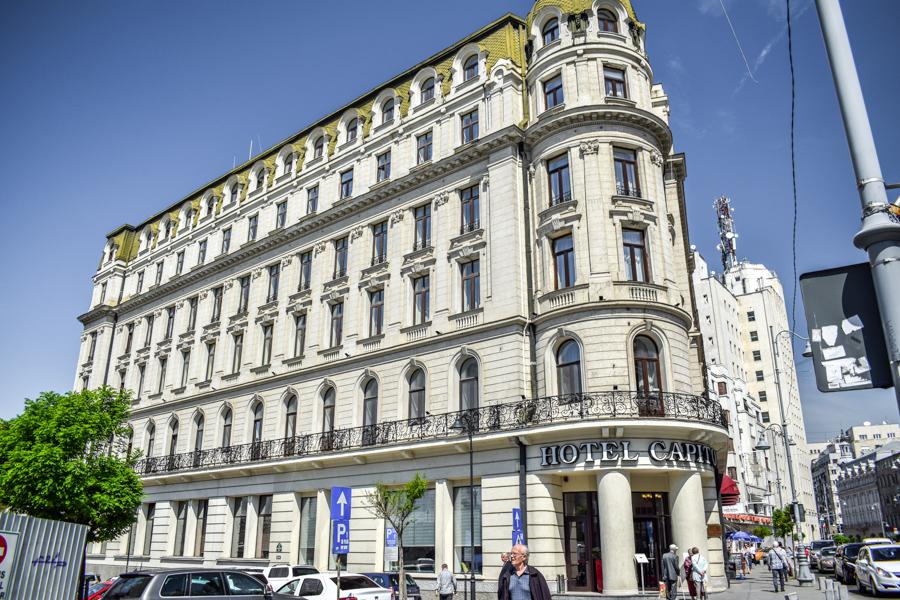 La pas pe Calea Victoriei - obiective în București - Hotel Capitol