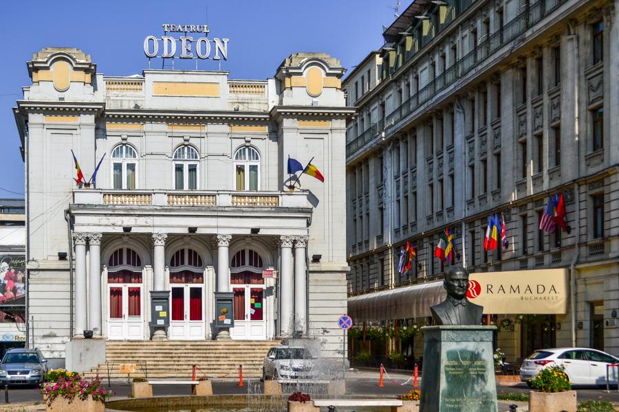 La pas pe Calea Victoriei - obiective în București - Teatrul Odeon