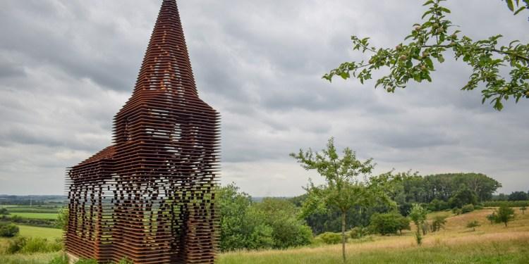 Reading Between the Lines – biserica ce se dizolvă în peisaj