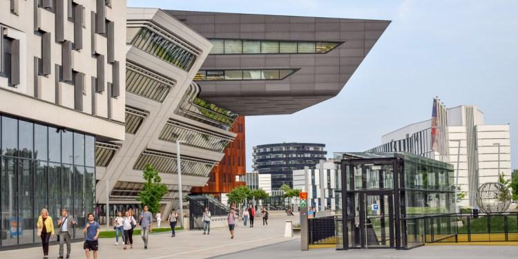 Biblioteca Zaha Hadid din Viena, arhitectură contemporană surprinzătoare