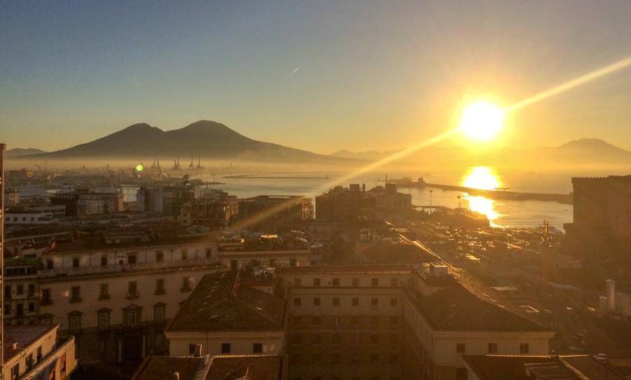 Rasarit de soare în Napoli