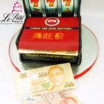 Real Cash Money, Pop-Out 3D Jackpot Fondant Cake. Singapore Customized Cakes 老虎机,喷钱蛋糕。