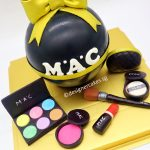 Piñata – Make-Up Diva Surprise 1