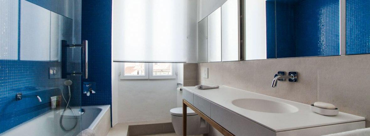 Une petite salle de bain lgante et confortable  Charlotte Raynaud