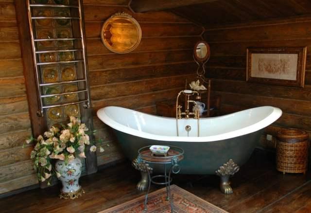 Küvet çevresindeki banyoda ahşap zeminlerin su yalıtımı