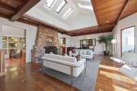 39 Beautiful Living Rooms with Hardwood Floors