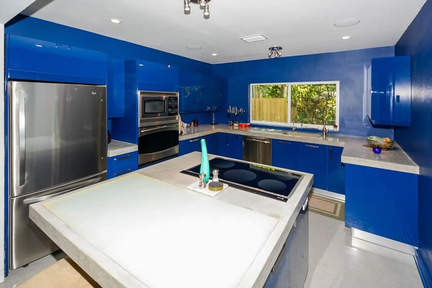 25 Blue and White Kitchens (Design Ideas)