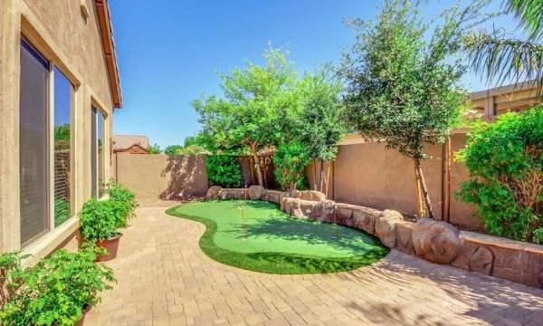 golf backyard putting green