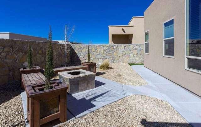 Beton veranda ve granit ateş çukuru ile ayrıştırılmış granit arka bahçe