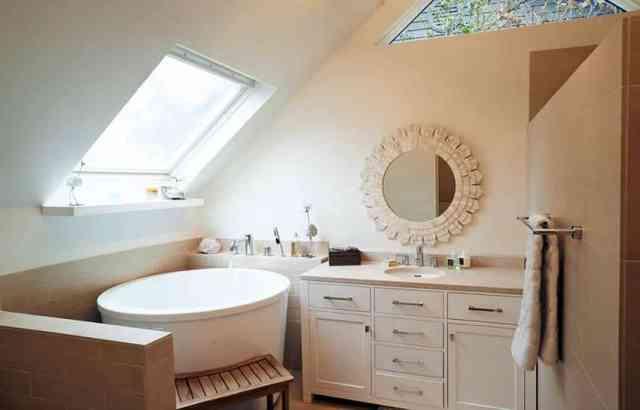 Akrilik Japon küvetli küçük üst katta banyo