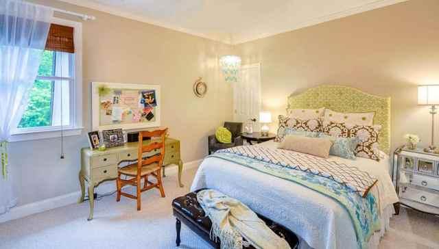 İkinci el mağaza masası ile kız yatak odası