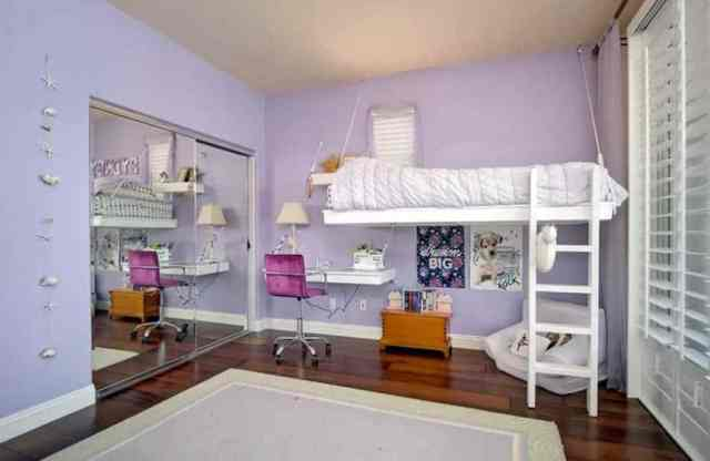 Asma yatak ve masa ile kızlar mor yatak odası