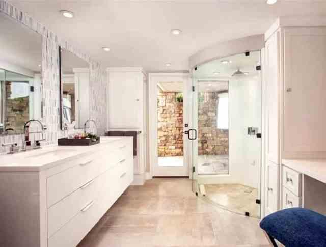 Kavisli cam kapı buharlı duş