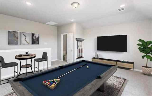 Bilardo masası duvara monte tv ile modern bodrum