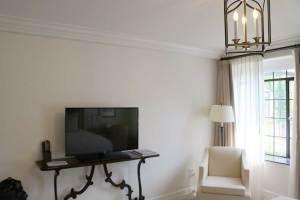 Deer Path InnHotel Room TV