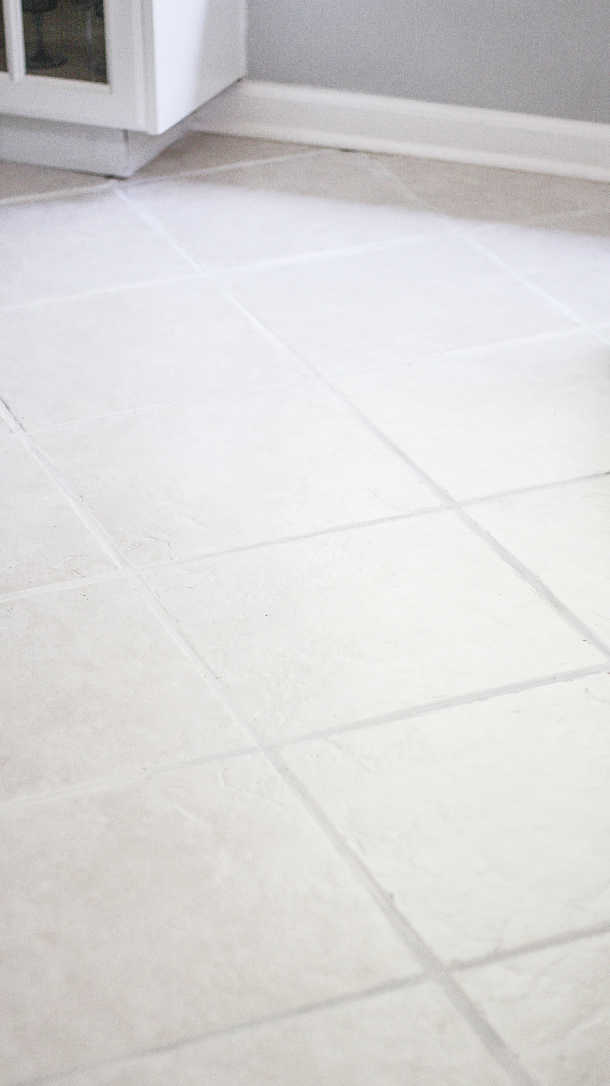 The easiest way to clean filthy neglected tile flooring the easiest way to clean ceramic tile floors with grout haze dailygadgetfo Images