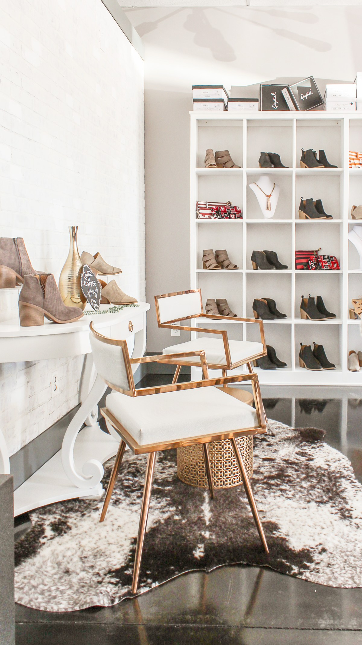 Clothing Boutique Decor Archives Designing Vibes Interior Design Diy And Lifestyle