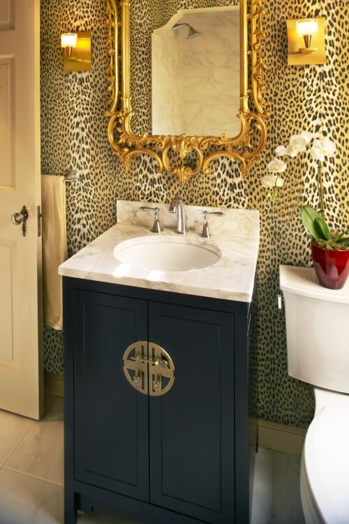 animal-print-wallpaper-bathroom