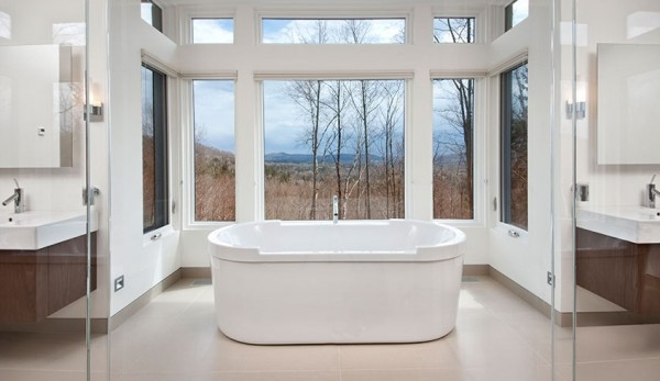 white-bathtub