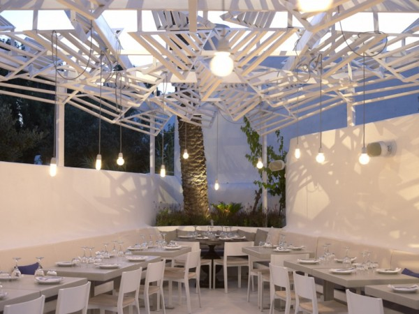 Phos-greek-restaurant-in-Mykonos-during-night