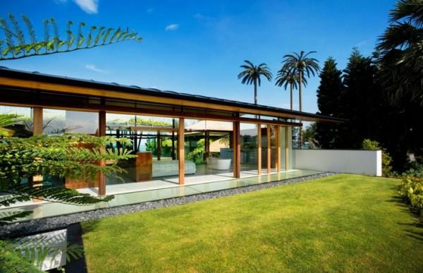 The-Fish-House-by-Guz-Architects-backyard
