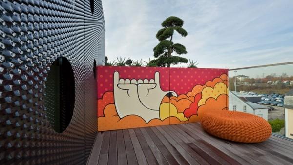 grafitti-and-black-architecture