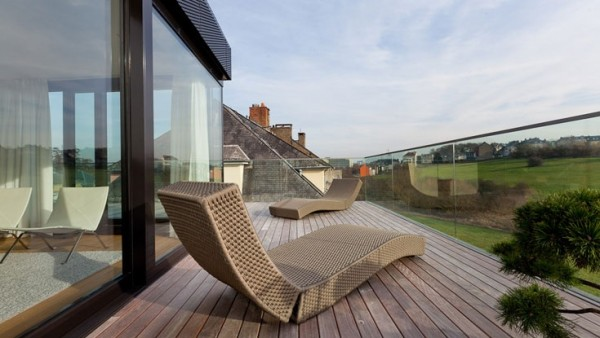 lounge-on-the-balcony