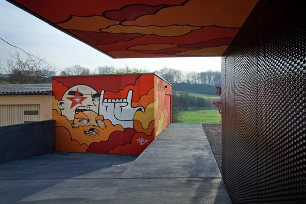 grafitti-outside-the-building