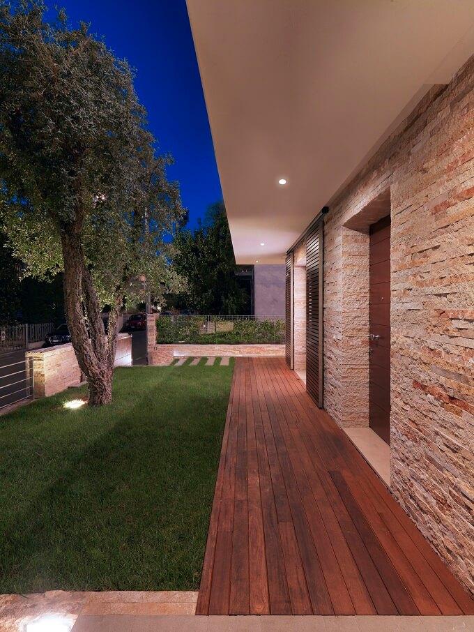 Wooden-deck-on-the ground-floor