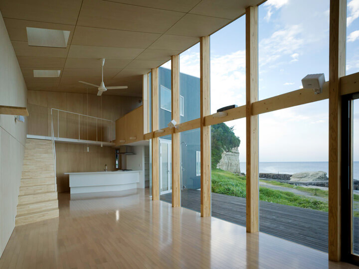 Seaside-residence-with-wood-structure
