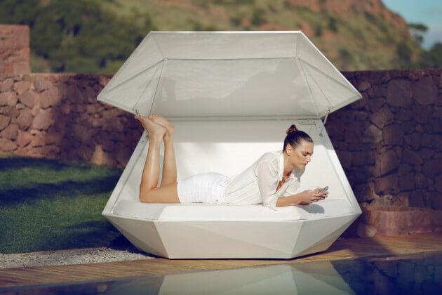 Elegant-relaxation-platform