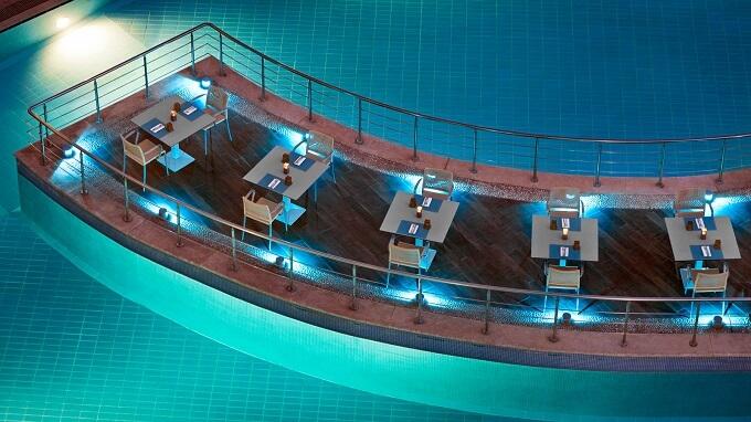 Swimming-pool-at-night