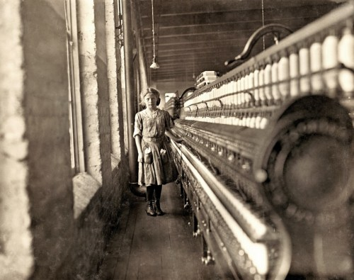 Design Luminy Lewis-Hine-Girl-beginning-to-spin.-Many-of-these-there.-Lincolnton-North-Carolina-1908-500x395 WilliamMorris - La vie ou la mort de l'art Textes  William Morris   Design Marseille Enseignement Luminy Master Licence DNAP+Design DNA+Design DNSEP+Design Beaux-arts