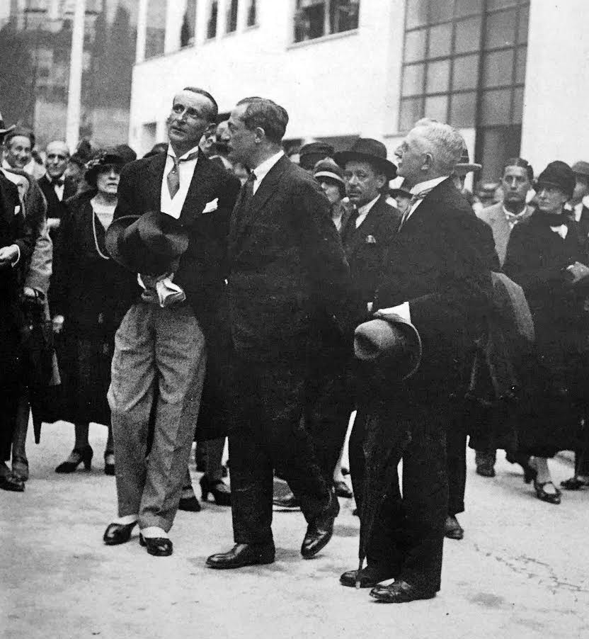 Design Luminy Inauguration-Rue-Mallet-Stevens Inauguration de la rue Mallet-Stevens – Le Figaro, n° 202, 21 juillet 1927 Histoire du design Références Textes  Robert Mallet-Stevens