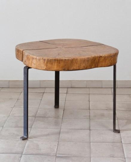 Design Luminy 93702707_3204754599536242_4991387794845728768_o Table basse tronc d'arbre – Le Corbusier –1937 Histoire du design Références  Le Corbusier