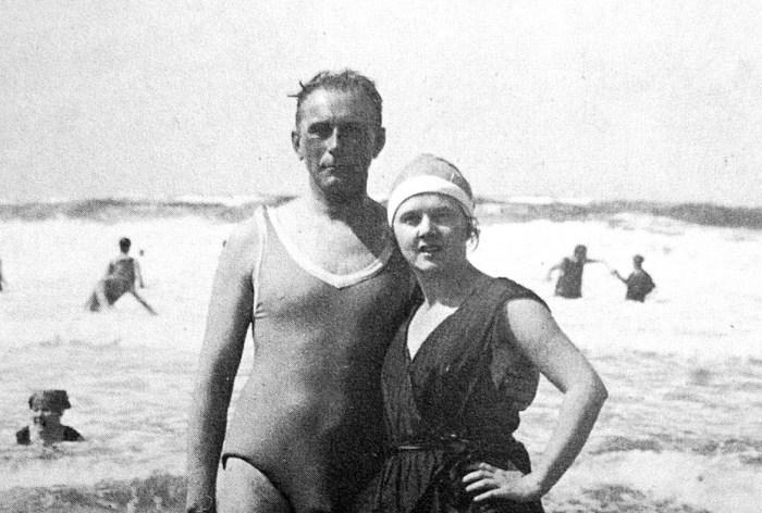 Design Luminy adolf-loos-and-elsie-in-sylt-island-19211-1 Adolf Loos – Cheveux courts – Réponse à une enquête (1928) Histoire du design Textes  Adolf Loos
