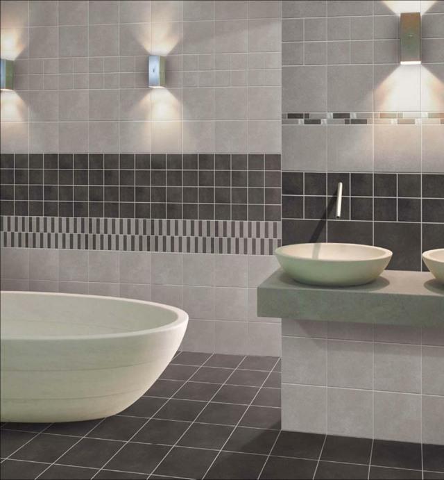 salle de bain spacieuse idée peinture lampe design baignoire blanche salle de bain carrelage