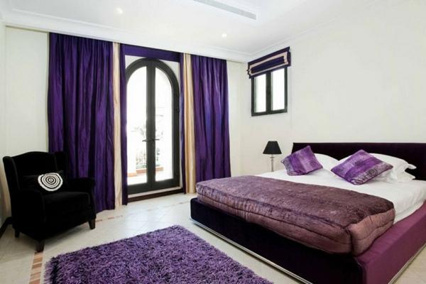 Chambre Noir Et Violet