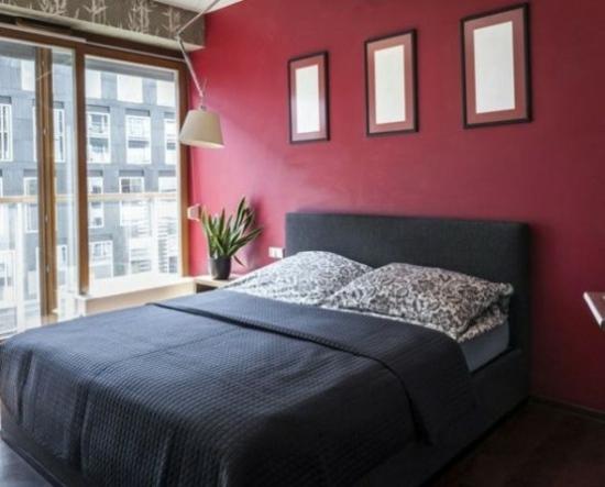 chambre en rouge bordeaux