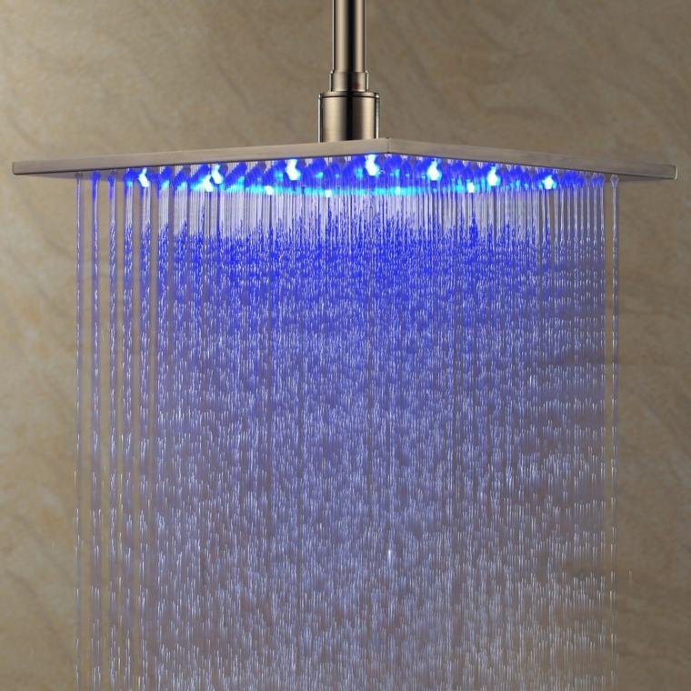 Salle de bain avec douche italienne  naturelle et relaxante