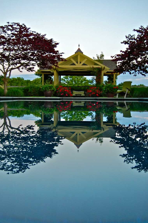 Gazbo et abri soleil  des ides pour jardin avec piscine