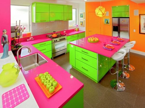 orange and green kitchen decor Cuisine verte pour un intérieur naturel et doux