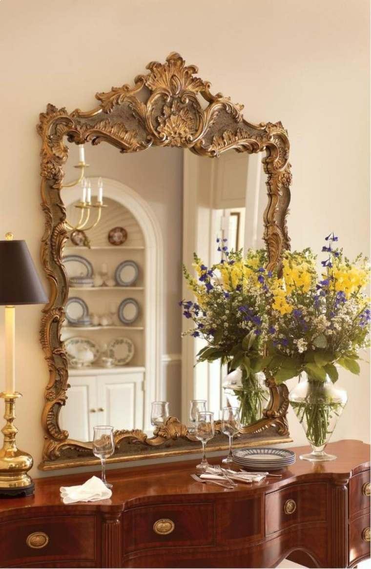 Grand miroir dor  ides pour une dcoration intrieur