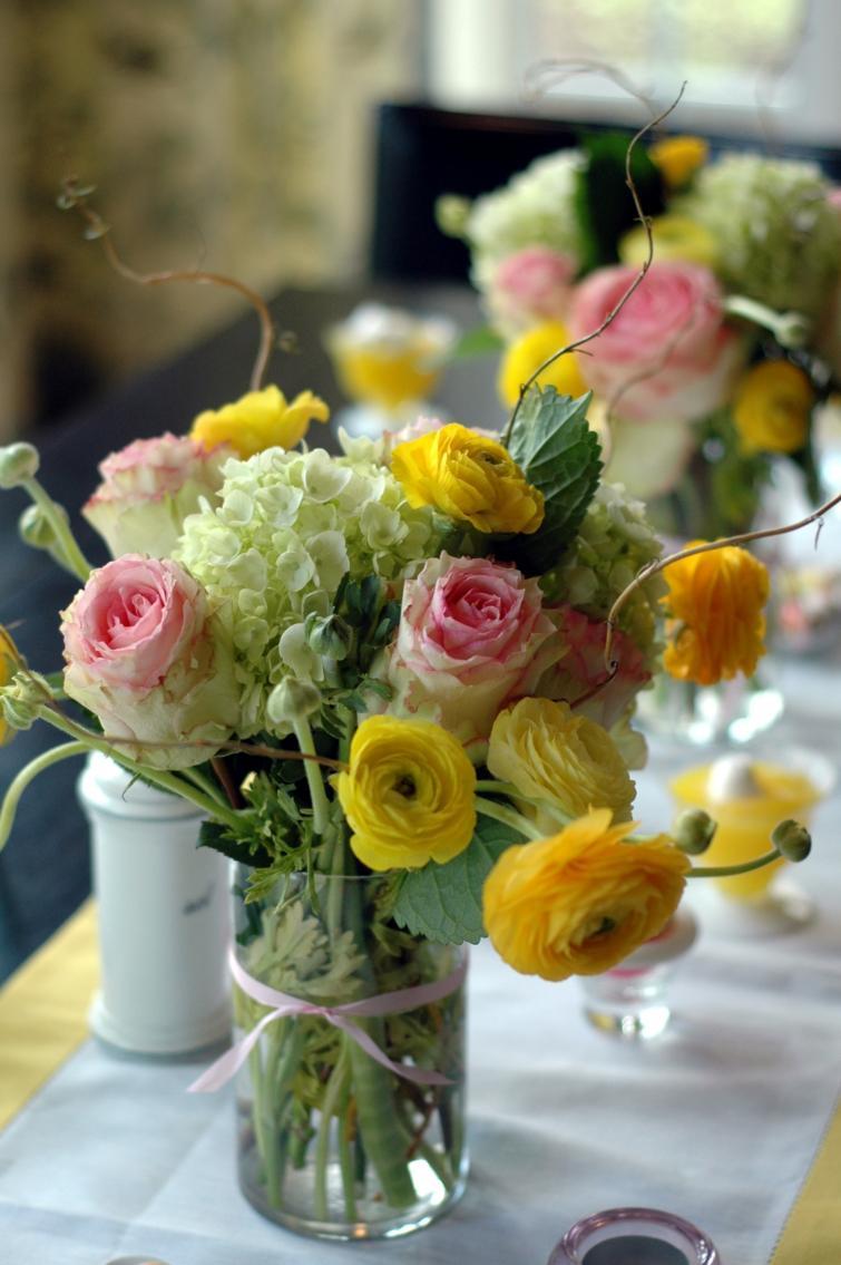 Dco de table Pques avec des fleurs en 48 ides inspirantes