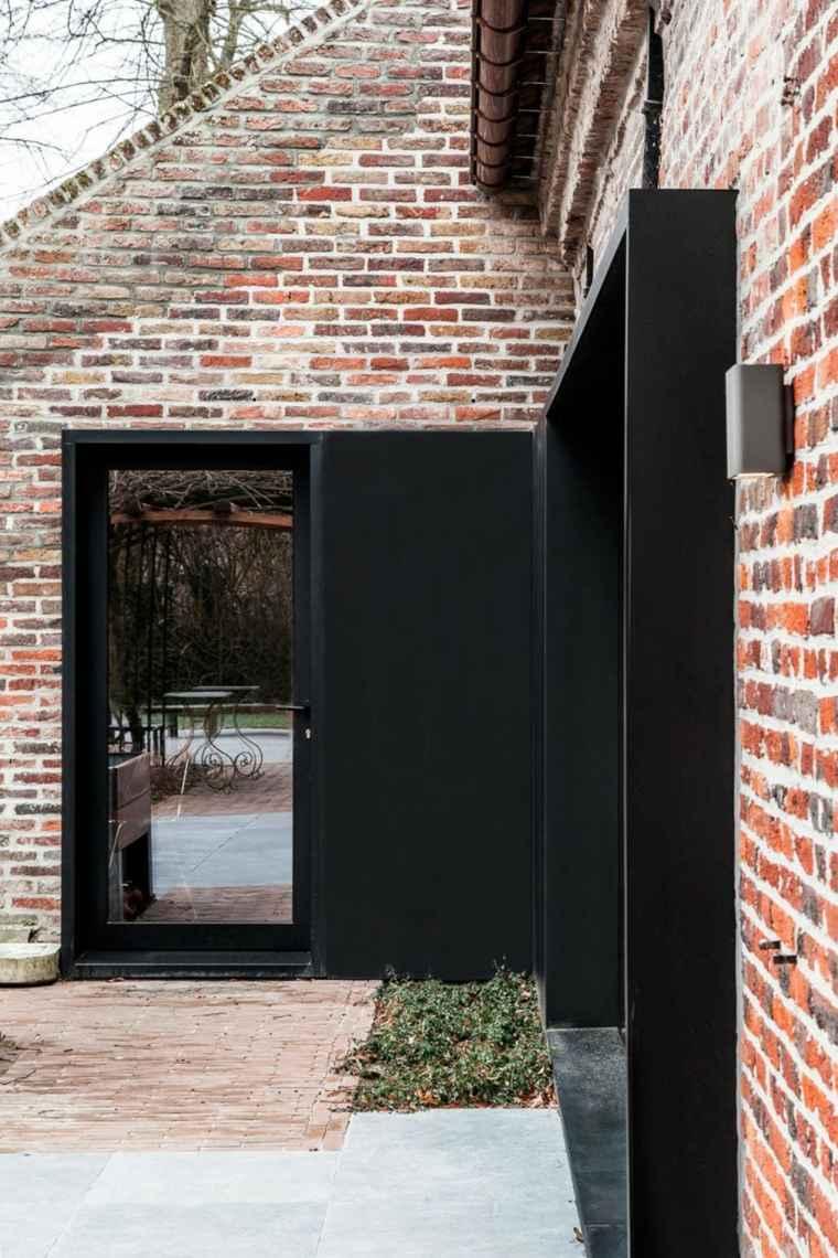 Vieille ferme en brique transforme en espace moderne et design
